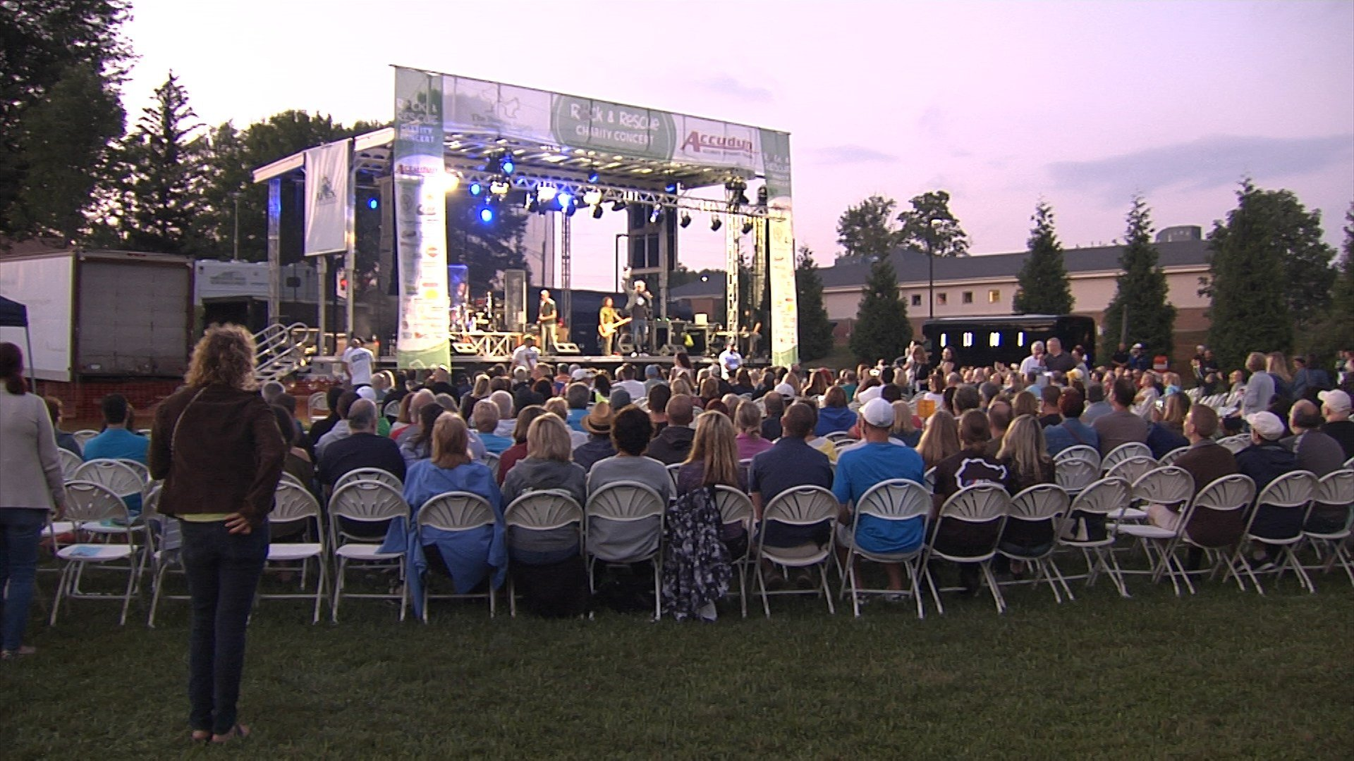 Big turnout for Humane Society Rock & Rescue concert