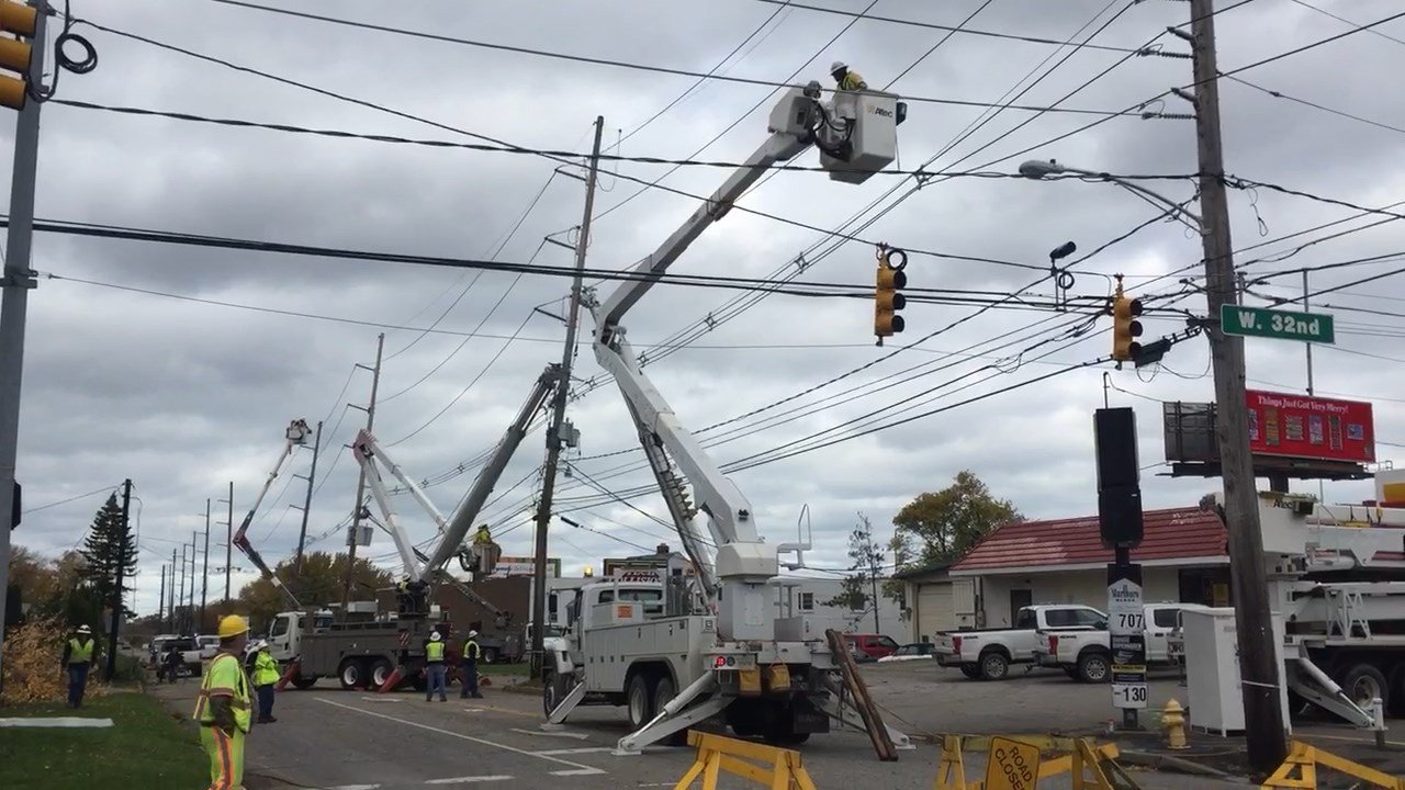 Penelec works to restore power at West 32nd and Pittsburgh Nov. 6, 2017.