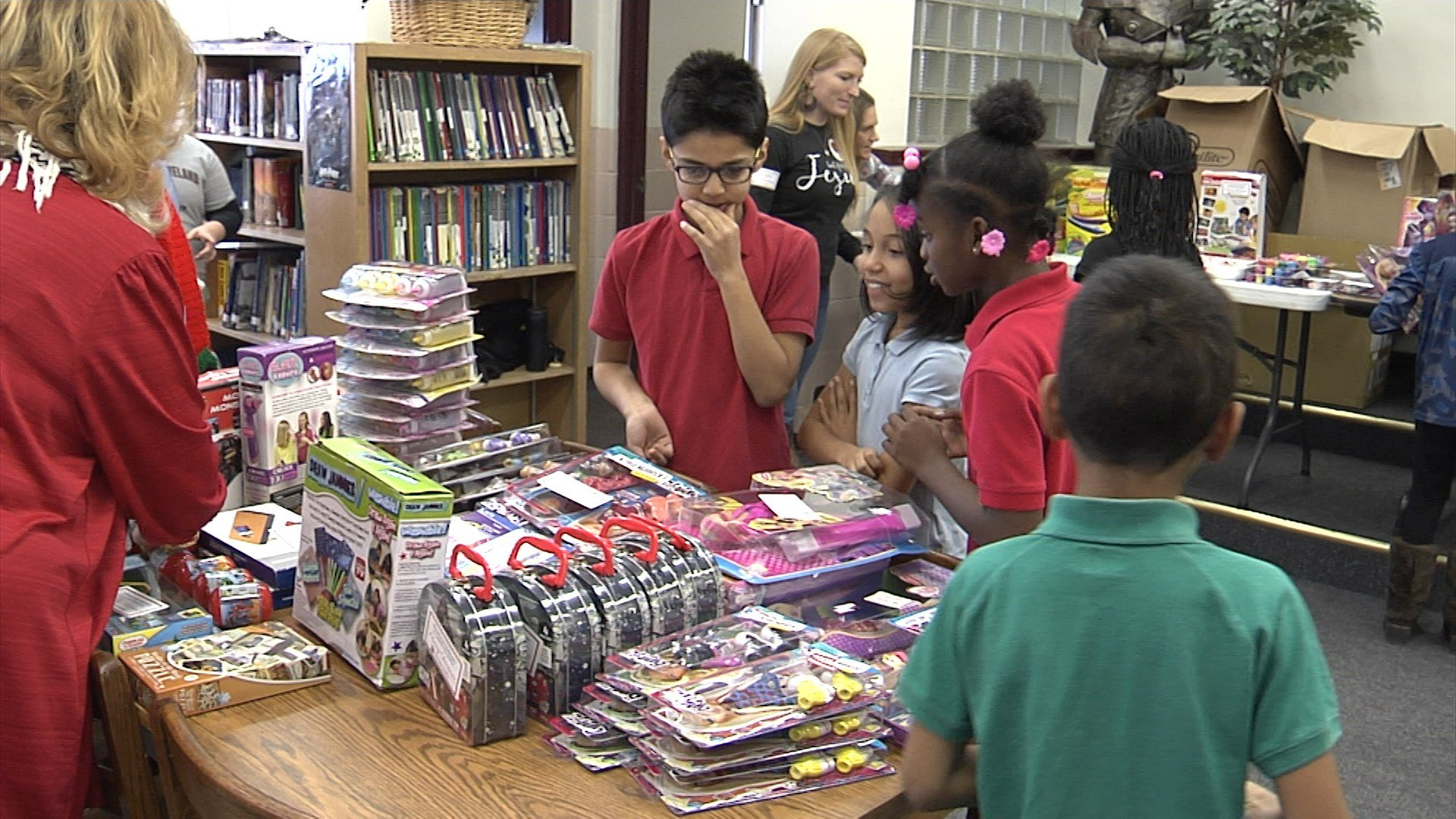 Church Donates 600 Gifts to Neighborhood School - Erie News Now ...